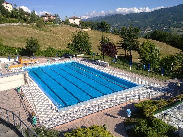 Aperture piscina di toano comune di toano - Immagini di piscina ...