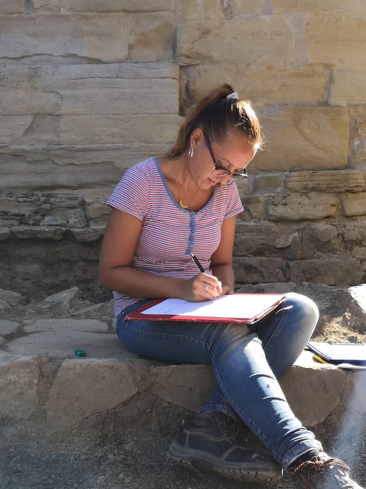 Iniziamo a scoprire quali sono gli specialisti che operano presso la Pieve: Cristiana Margherita, archeologa e antropologa